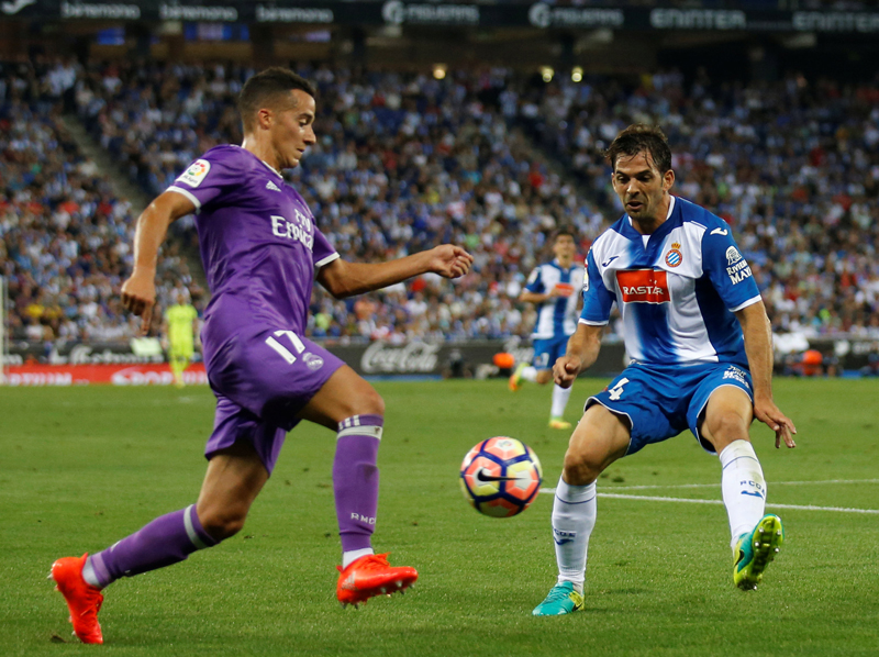 Real Madrid's Lucas Vazquez and Espanyol's Victor Sanchez in action during La Liga game at Santander-RCDE Stadium, on Sunday, September 18, 2016. Photo: Reuters