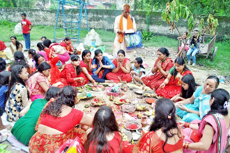 Hindu women devotees worshiping Babamathiya, on the occasion of Rishipanchami, in Ranighat of Birgunj, on Tuesday, September 6, 2016. Photo: RSS