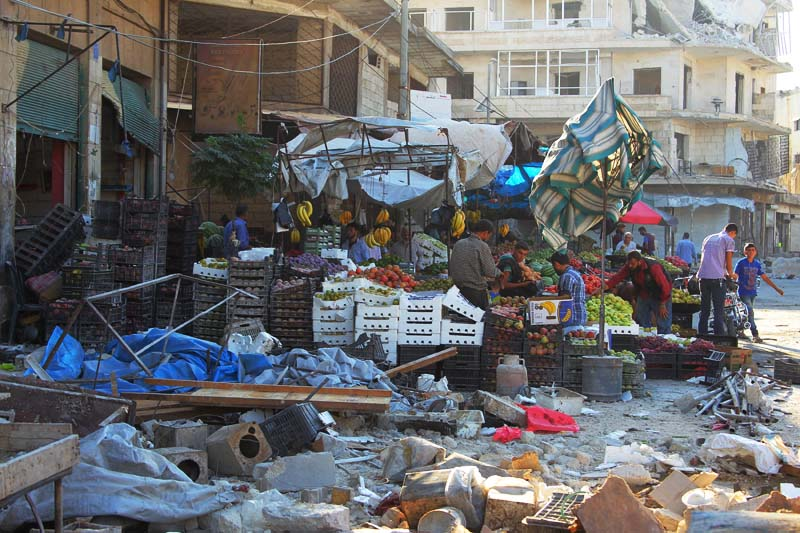 Damage is seen near produce stands after airstrikes on a market in the rebel controlled city of Idlib, Syria, on September 10, 2016. Photo: Reuters
