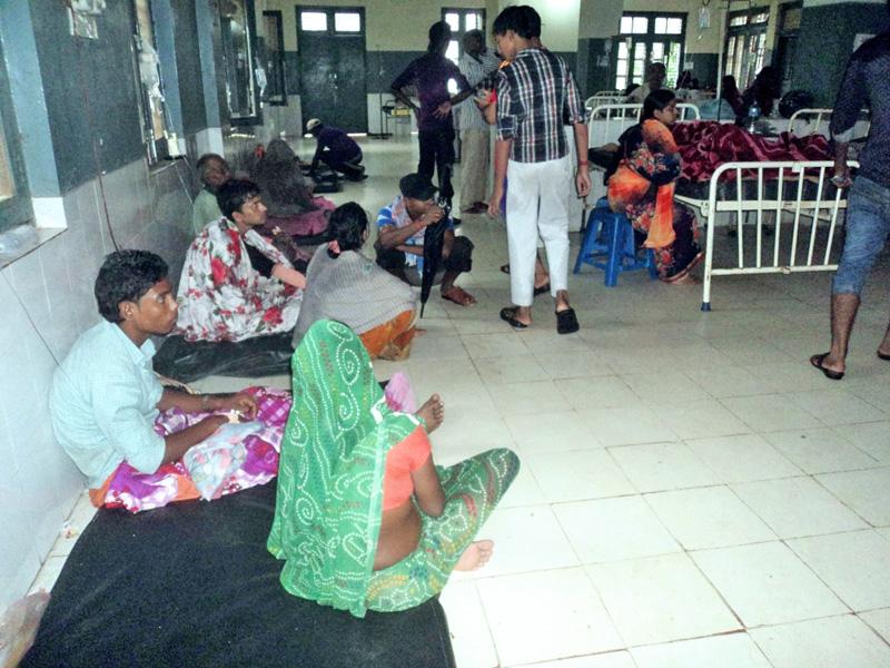 Diarrhoea patients at the Sagarmatha Zonal Hospital in Rajbiraj of Saptari, on Wednesday, September 21, 2016. Photo: Byas Shankar Upadhyay
