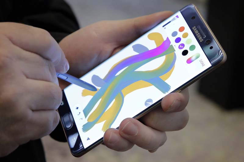 File- A color blending feature of the Galaxy Note 7 is demonstrated in New York, on July 28, 2016. Photo: AP