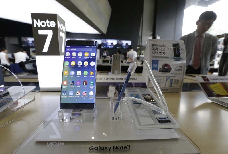 A Samsung Electronics' Galaxy Note 7 smartphone is displayed at the headquarters of South Korean mobile carrier KT in Seoul, South Korea, on September 8, 2016. Photo: AP