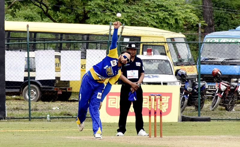 Panchakayna Tez skipper Sharad Vesawkar bowls against Colors X-Factors during their Wai Wai Everest Premier League match at the TU Stadium on Monday, September 26, 2016. Photo: Naresh Krishna Shrestha/THT