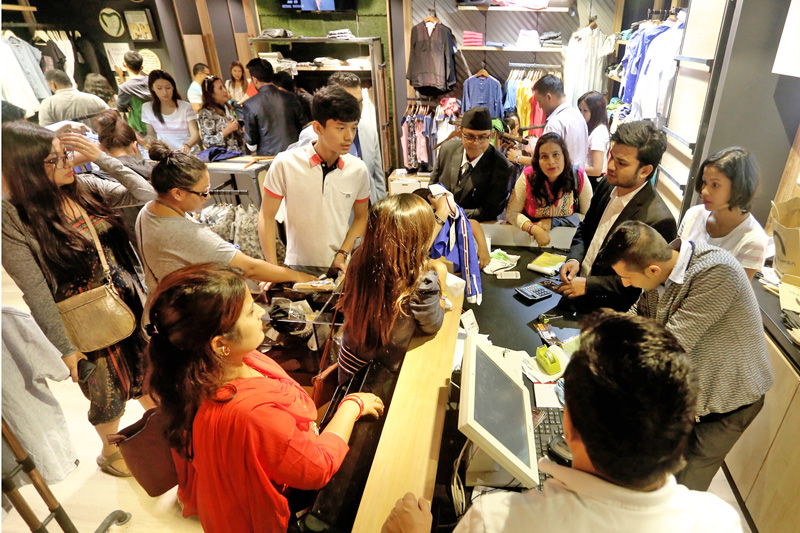 City dwellers throng the LABIM Mall in Pulchok of Lalitpur to buy  in run-up to the Dashain festival, on Sunday, September 25, 2016. Photo: RSS