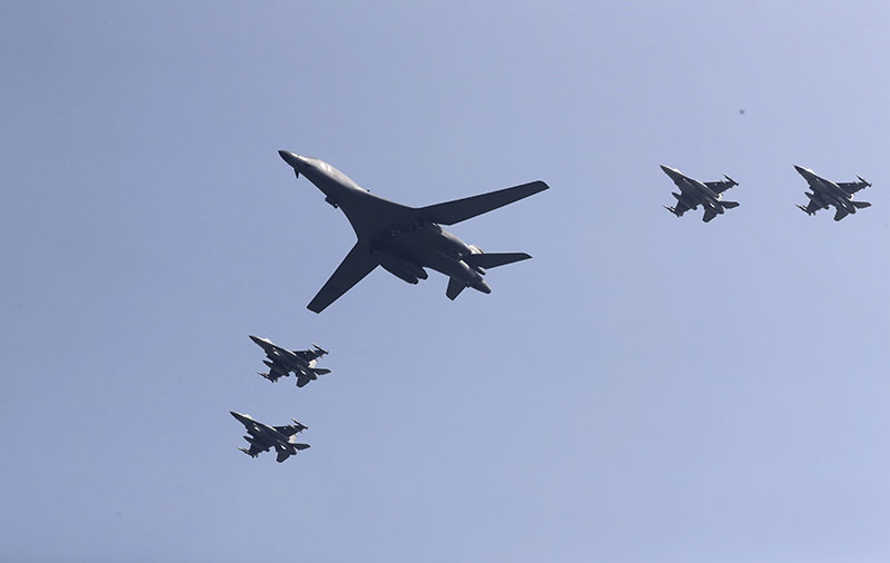 US B-1 bomber (centre), flies over Osan Air Base with US jets in Pyeongtaek, South Korea, on Tuesday, September 13, 2016. Photo: AP