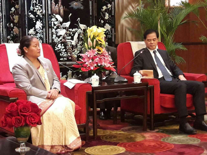 Speaker Onsari Gharti Magar holds a meeting with Governor Chen Hao of Yunnan Province in Yunnan, China, on Thursday, September 22, 2016. Photo: Speaker's Secretariat.