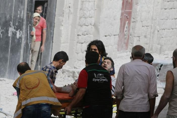 A man reacts while being carried on a stretcher after airstrikes on the rebel held al-Qaterji neighbourhood of Aleppo, Syria September 21, 2016. REUTERS/Abdalrhman Ismail