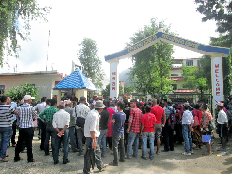 Locals picketing District Police Office, demanding the truth behind Rabin Gurungu0092s death, in Tanahun, on Wednesday, September 21, 2016. Photo: THT