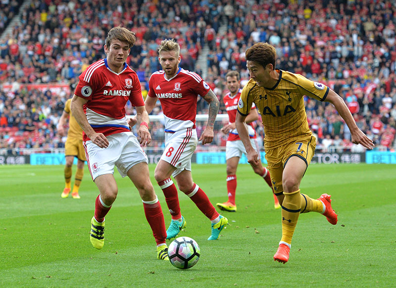Tottenham Hotspur's Heung-Min Son (right) takes on Middlesbrough's Marten De Roon (left) during the English Premier League soccer match between Middlesbrough and Tottenham Hotspur at the Riverside Stadium in Middlesbrough, England, on Saturday, September 24, 2016. Photo: Anna Gowthorpe/PA via AP