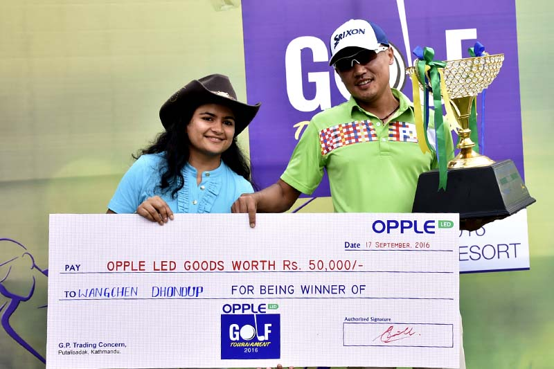 Director of Triveni Group Rashi Sanghai (left) handing over trophy and cheque to Wangchen Dhondup, winner of the first Opple Golf Tournament, at the Gokarna Golf Club in Kathmandu on Saturday, September 17, 2016. Photo: Naresh Shrestha / THT
