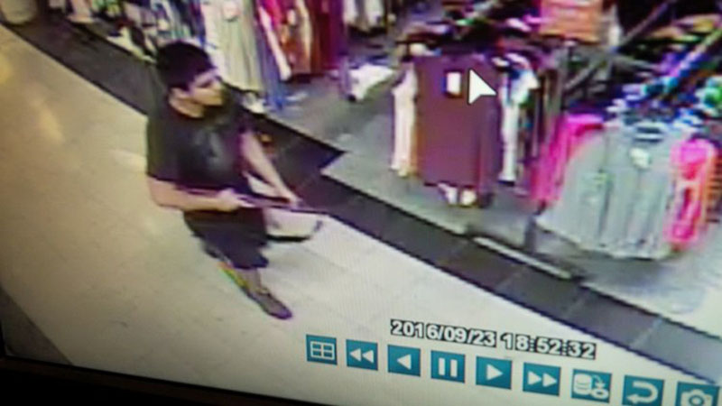 An image taken from security video shows the gunman who opened fire in the Cascade Mall in Burlington, Washington on Friday night, and who is still at large, released by the Washington State Patrol, on September 24, 2016. Photo:    Washington State Patrol via Reuters