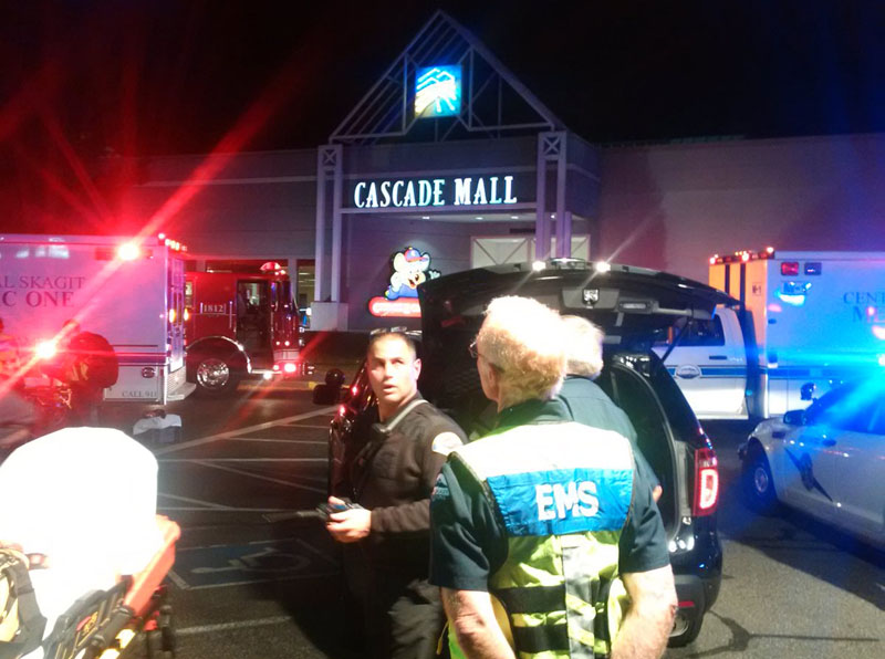 Medics wait to gain access to the Cascade Mall after four people were shot dead in Burlington, Washington, US, on September 24, 2016. Photo: Washington State Patrol via Reuters