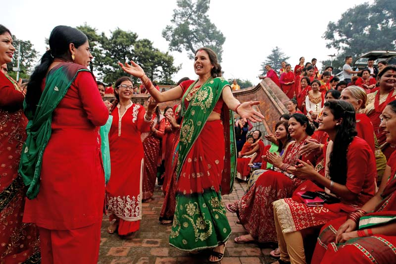 Women sing and dance at the Pashupatinath Temple during the Teej festival in Kathmandu, on September 4, 2016. Photo: Reuters