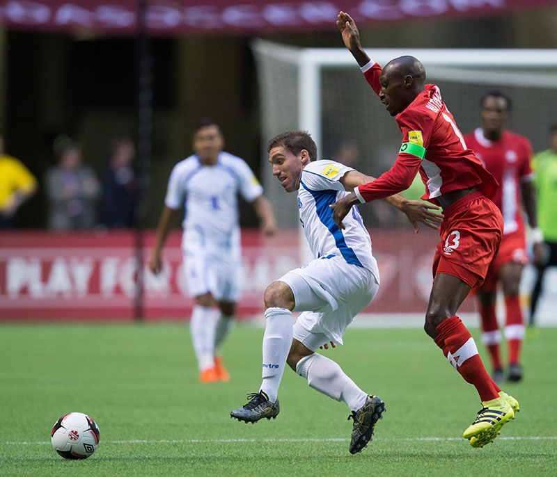 El Salvador's Pablo Punyed (left) and Canada's Atiba Hutchinson vie for the ball during the first half of a CONCACAF World Cup soccer qualifying match Tuesday, Sept. 6, 2016, in Vancouver, British Columbia. Photo: Darryl Dyck/The Canadian Press via AP
