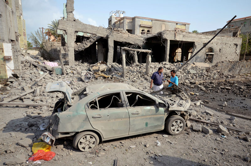 People stand at the site of a Saudi-led air strike in the Red Sea port city of Houdieda, Yemen, on September 5, 2016. Photo: Reuters