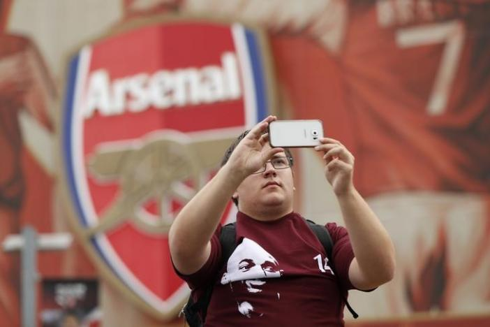 Britain Football Soccer - Arsenal v Chelsea - Premier League - Emirates Stadium - 24/9/16nA fan takes a picture outside the stadium before the match nAction Images via Reuters / John SibleynLivepic
