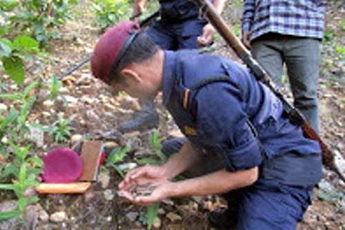 A police officer extracts bullets buried near Khalanga of Jajarkot, on Monday, September 26, 2016. Photo: Dinesh Kumar Shrestha/ THT