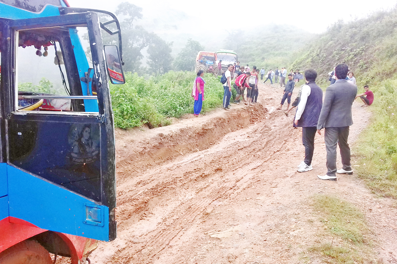 Passengers are left stranded as the vehicular movement in Tiple of Gorkha district is halted due to poor condition of the road, on Sunday, September 11, 2016. Photo: RSS