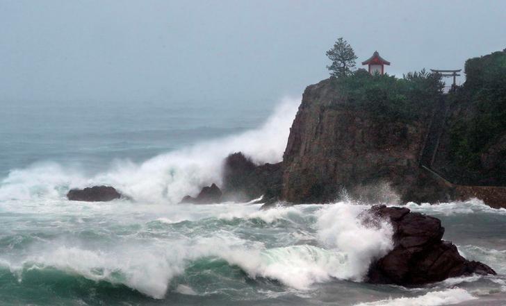 High waves triggered by Typhoon Malakas crash on Katsurahama beach of the city of Kochi, Kochi prefecture, Japan, in this photo taken by Kyodo September 20, 2016. Mandatory credit Kyodo/via REUTERS