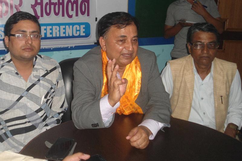 CPN-UML General Secretary Ishwor Pokharel speaks with journalists in Bharatpur of Chitwan district, on Wednesday, October 5, 2016. Photo: Tilak Ram Rimal