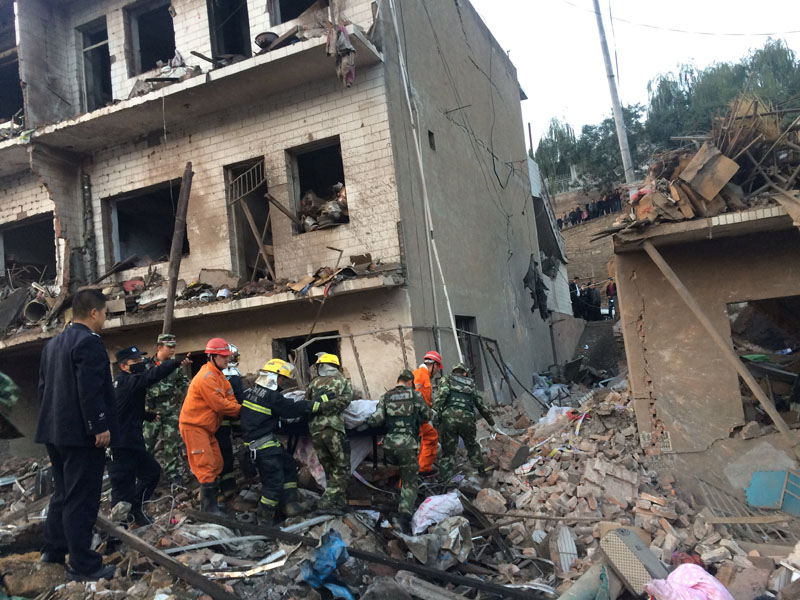 Rescue workers search at site after an explosion hit a town in Fugu county, Shaanxi province, China, on October 24, 2016. Photo: China Daily via Reuters