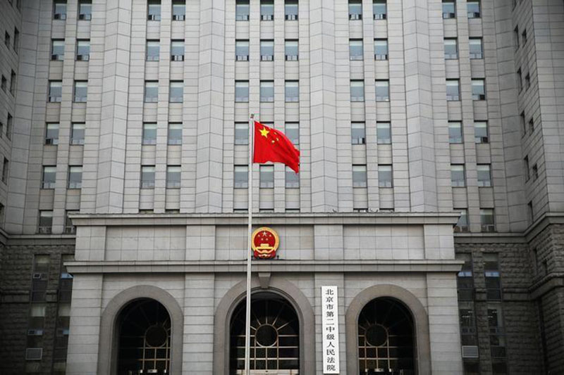 A Chinese national flag flutters in front of the building of the Number 2 Intermediate People's Court in Beijing, China, on September 22, 2016.Photo: Reuters