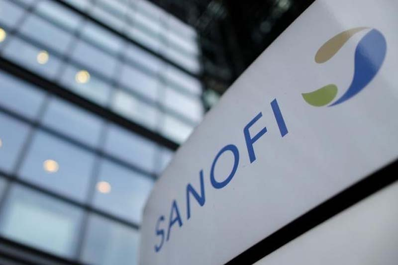A logo is seen in front of the entrance at the headquarters French drugmaker Sanofi, in Paris on October 30, 2014. Photo: Reuters/ File