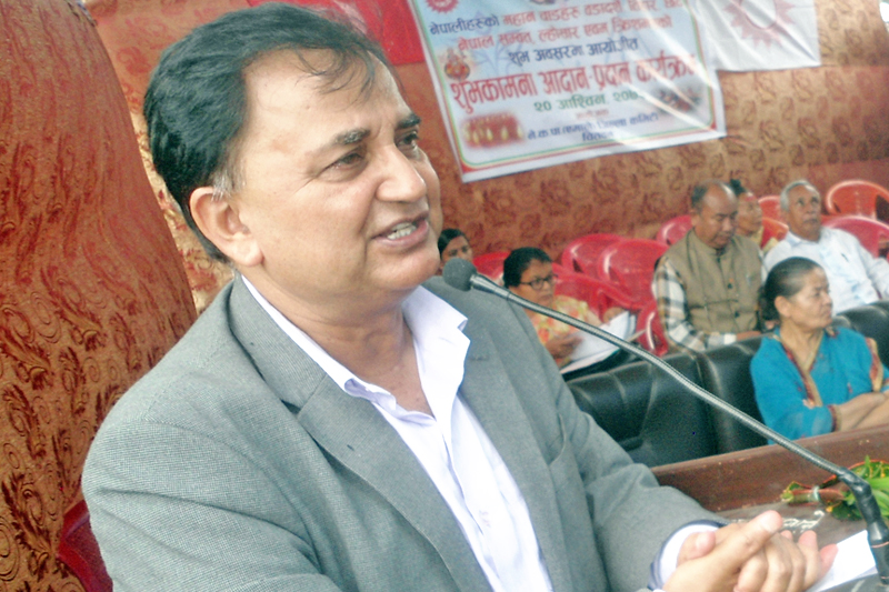 General Secretary of CPN-UML Ishwor Pokhrel speaking at a programme in Chitwan, on Thursday, October 6, 2016. Photo: RSS