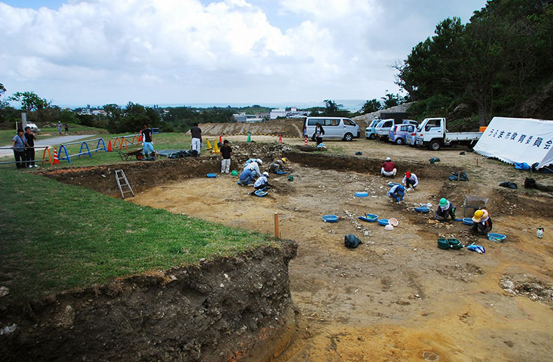 People work at an excavation site where 10 coins including a few likely dating to the Roman Empire were found at Katsuren Castle in Uruma on Japan's southernmost prefectural island of Okinawa, in 2013. Photo: Uruma City Board of Education via AP