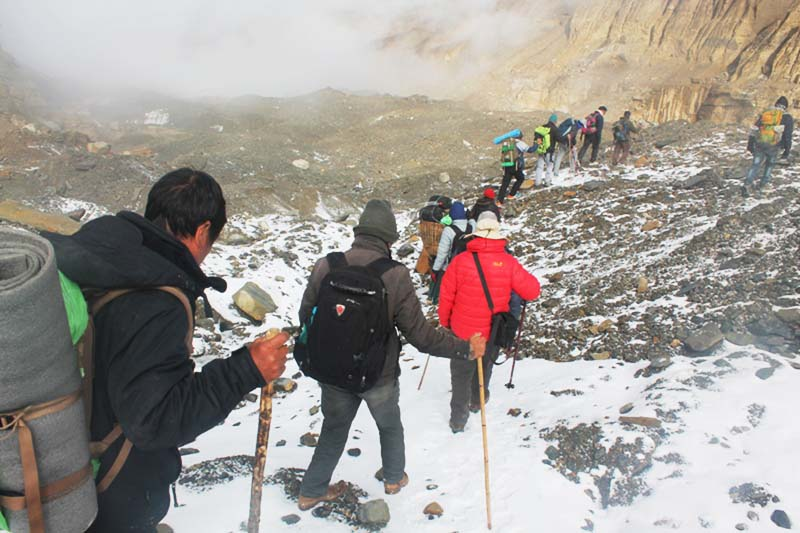 Trekkers return downhill from the Dhaulagiri base camp in Mudi of Myagdi district on Friday, October 14, 2016. Photo: RSS