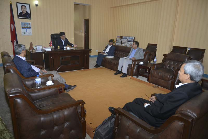 PM Pushpa Kamal Dahal among other major party leaders hold a meeting with the Local Body Restructuring Commission chief Balananda Paudel in Kathmandu, on October 3, 2016. Photo: PM's Secretariat