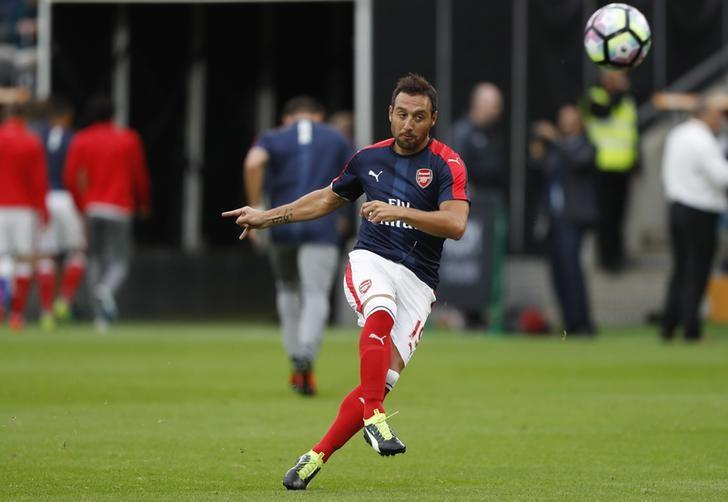 Football Soccer Britain - Hull City v Arsenal - Premier League - The Kingston Communications Stadium - 17/9/16nArsenal's Santi Cazorla warms up before the match nReuters / Russell Cheyne/ Livepic/Files