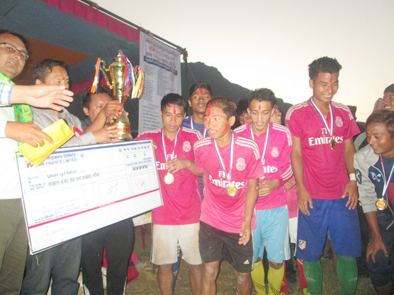 Siddhagufa team members receive trophy after winning Seven-A-Side Football Tournament on Thursday, October 27, 2016. Photo: THT