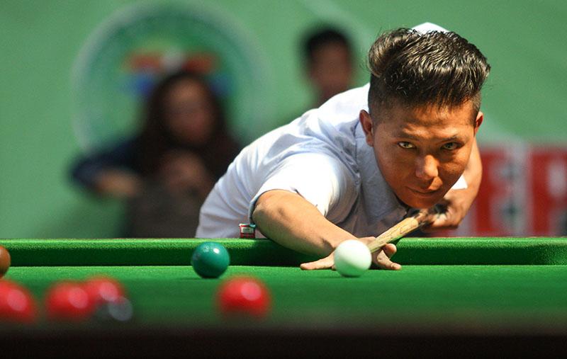 Som Lama plays a shot against Biren Shakya during the Nepal Open Snooker Championship, on Monday, October 24, 2016. Photo: Udipt Singh Chhetry/THT