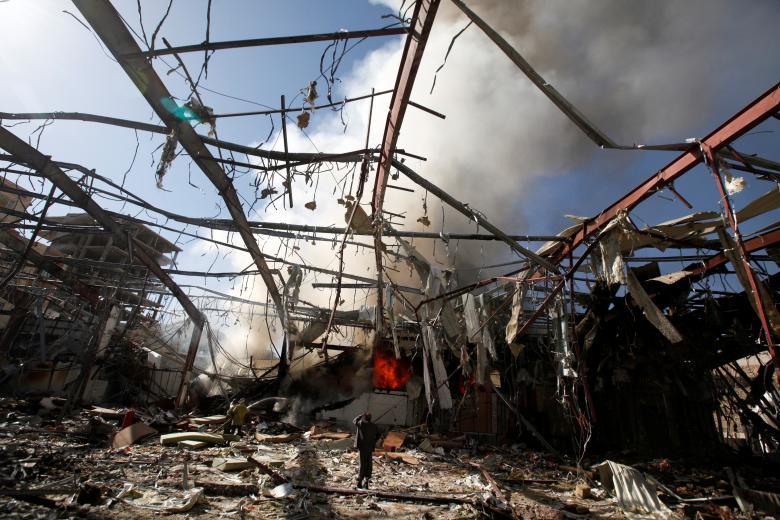 Smoke rises at a community hall where Saudi-led warplanes struck a funeral in Sanaa, Yemen, October 9, 2016. REUTERS/Khaled Abdullah