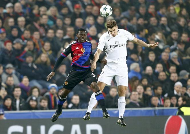 Football Soccer - Basel v Paris St Germain - Champions League group stage -  Group A - St. Jakob-Park, Basel, Switzerland - 01/11/16 Basel's Adama Traore and Paris St Germain's Thomas Meunier in action  REUTERS/Arnd Wiegmann