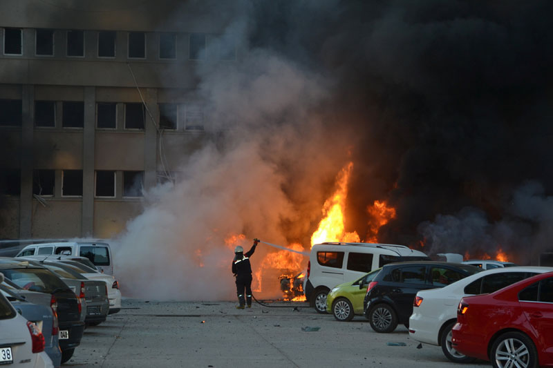 A firefighter tries to extinguish burning vehicles after an explosion outside the governor's office in the southern city of Adana, Turkey, on November 24, 2016. Photo: Reuters
