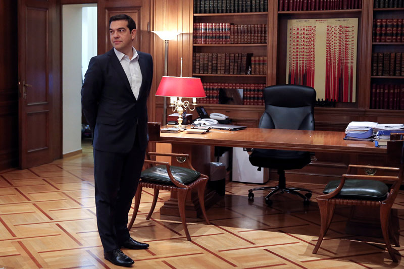 Greek Prime Minister Alexis Tsipras waits to welcome Russian Foreign Minister Sergei Lavrov at his office at the Maximos Mansion in Athens, Greece, on November 2, 2016. Photo: Reuters