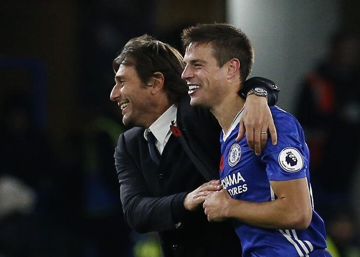 Britain Football Soccer - Chelsea v Everton - Premier League - Stamford Bridge - 5/11/16 Chelsea manager Antonio Conte with Chelsea's Cesar Azpilicueta after the match  Action Images via Reuters / Andrew Couldridge Livepic