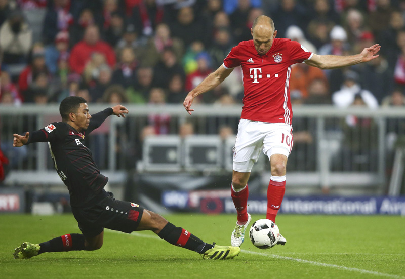 Leverkusen's Wendell and Bayern's Arjen Robben in action. Photo: Reuters