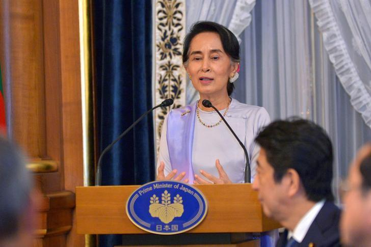 Myanmar State Counsellor Aung San Suu Kyi delivers a speech at the opening of a dinner hosted by Japan's Prime Minister Shinzo Abe at the State Guest House in Tokyo, Japan, on November 2, 2016. REUTERS/David Mareuil/Pool
