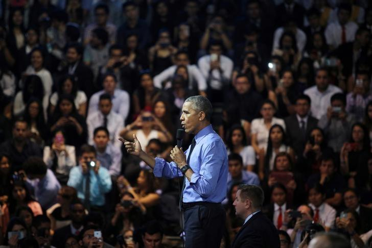 U.S. President Barack Obama addresses the audience at a town hall meeting with young leaders at the Pontifical Catholic University of Peru in Lima November 19, 2016.  REUTERS/Guadalupe Pardo
