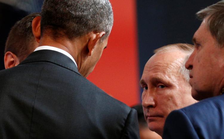 U.S. President Barack Obama talks with Russian President Vladimir Putin at the APEC Economic Leadersu2019 Meeting in Lima, Peru November 20, 2016.  REUTERS/Kevin Lamarque