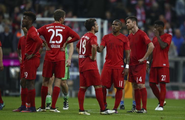 Football Soccer - Bayern Munich v TSG Hoffenheim - German Bundesliga - Allianz-Arena, Munich, Germany - 05/11/16 - Bayern Munich react following their match against against TSG Hoffenheim. REUTERS/Michael Dalder