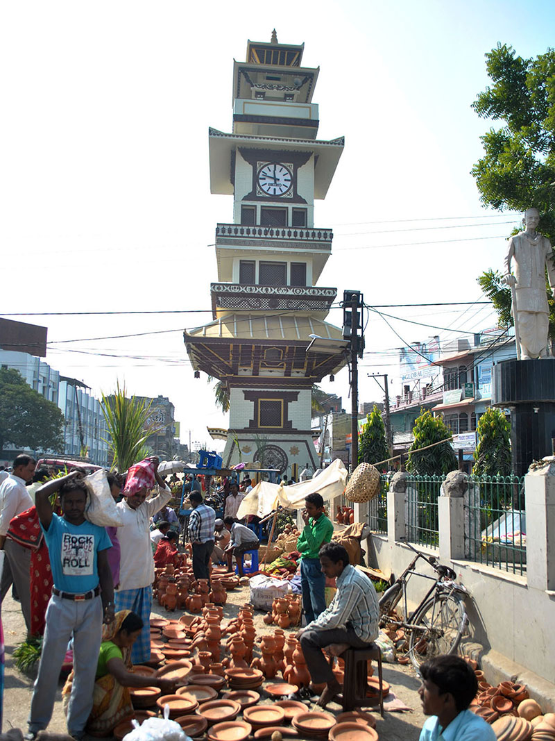 Vendors selling potteries in Ghantaghar, Birgunj Sub-Metropolitan City of Parsa district, on Saturday, November 5, 2016. Photo: RSS