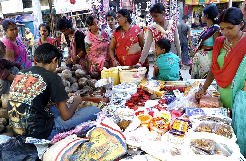 People  purchasing puja items for Chhath worship rituals in Maisthan, Birgunj, in Parsa district, on Thursday, November 3, 2016. Photo: THT
