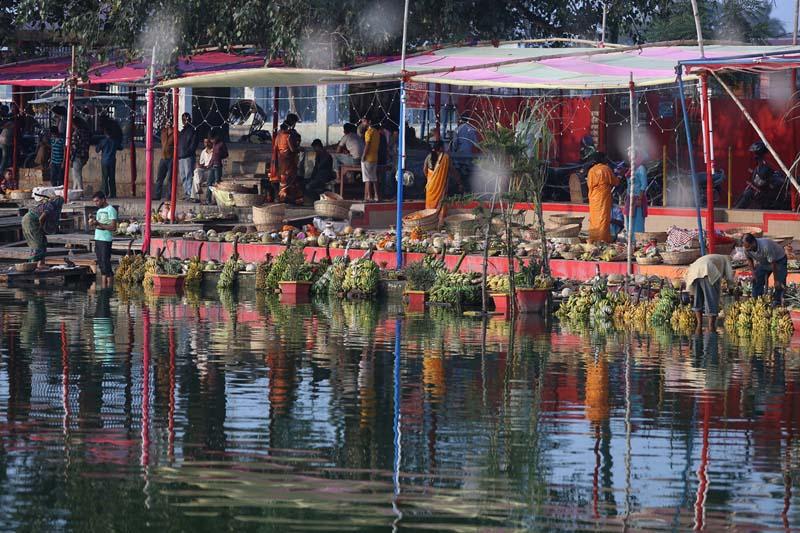 Devotees worship the Sun God on the occasion of annual Chhath festival in Janakpurdham of Dhanusha, on Sunday, November 6, 2016. Photo: RSS