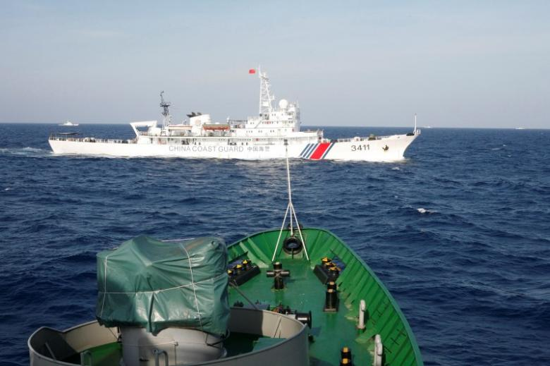 A ship (top) of the Chinese Coast Guard is seen near a ship of the Vietnam Marine Guard in the South China Sea, about 210 km (130 miles) off shore of Vietnam May 14, 2014. REUTERS/Nguyen Minh/File Photo