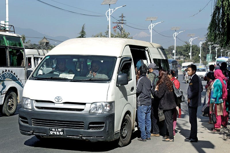 Queue of commuters to get aboard a microbus in Kathmandu, in November, 2016. Photo: THT