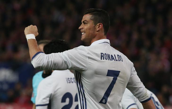 Real Madrid's Cristiano Ronaldo celebrates scoring their third goal to complete his hat trick against Atletico Madrid in La Liga, at Vicente Calderon of Madrid, on Saturday, November 19, 2016. Photo: Reuters